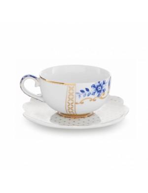 Estudio de la pipa real blanco de la taza y el platillo